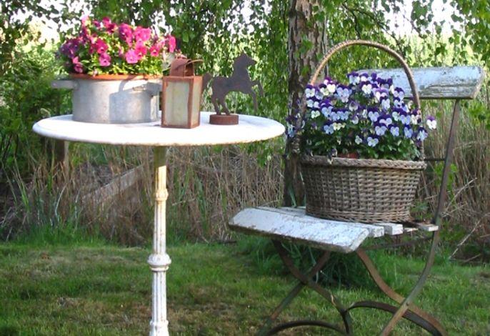 stimmungsvolle Dekoration im Garten