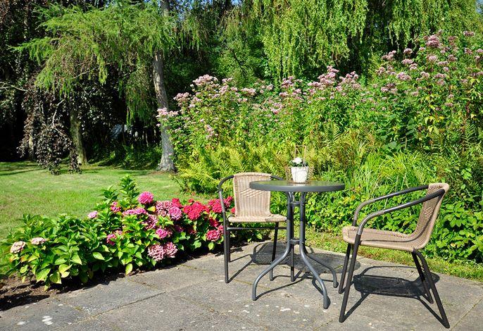 Zweite Terrasse im Garten