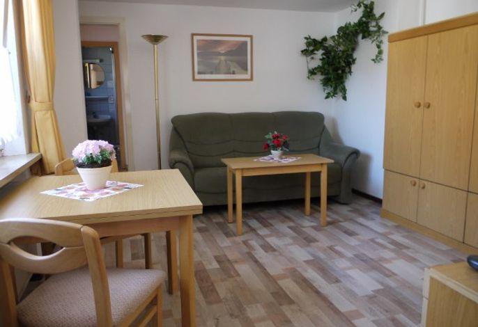 Wohnraum mit Doppelschrankbett