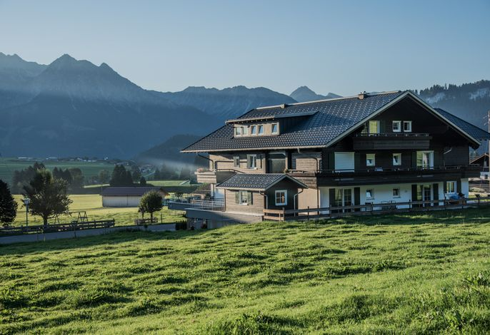 Alpenhaus Steiner mit den Allgäuer Bergen