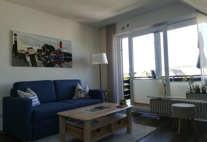 Gemütliches Wohnzimmer mit Ausgang zum Südbalkon
