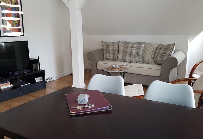 Ferienwohnung Stern im Haus Struve: gemütliches Wohnzimmer mit Essplatz