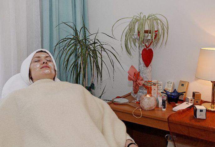 Kosmetik + Massage