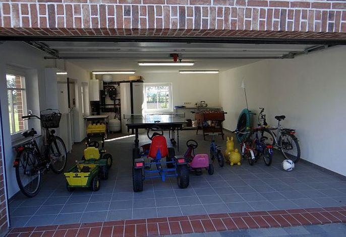 Garage mit Spielgeräten