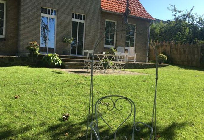 Schaukelstuhl im Garten