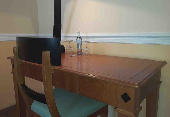 Große Suite Schreibtisch.jpg