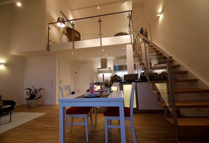Wohn- und Essbereich mit Galerie