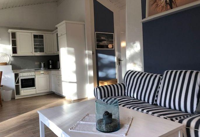 Wohnzimmer mit schicken Dekorationen