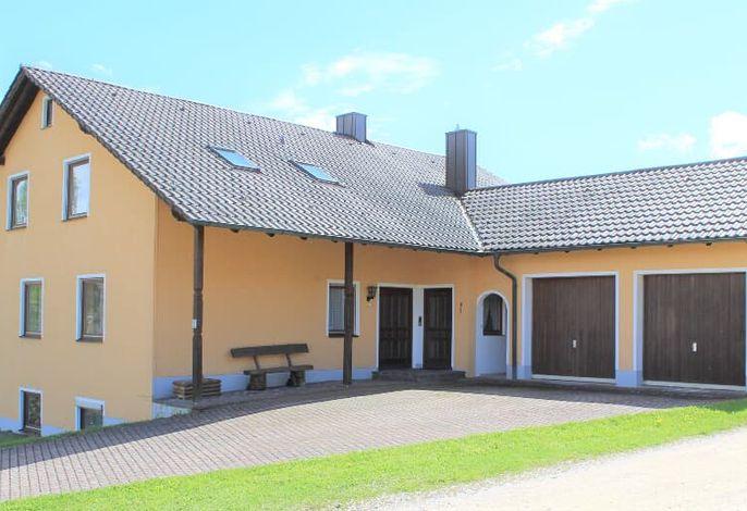 Haus - Ansicht mit Garage