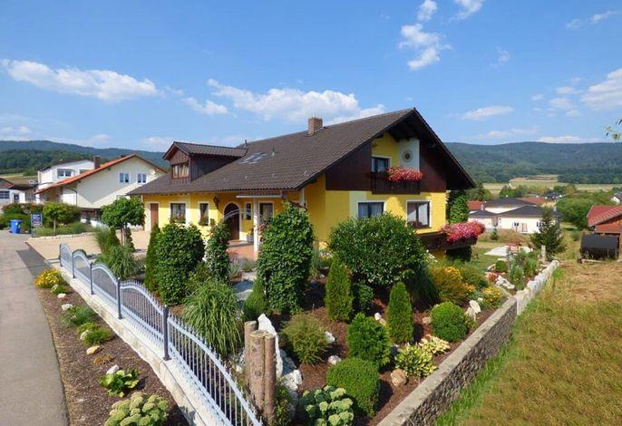 simon-landhaus-ferienwohnung-urlaub-terrasse-garten-anlage