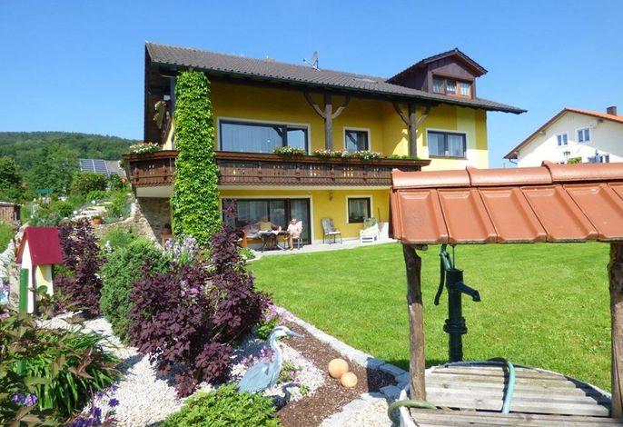 simon-gleissenberg-landhaus-gartenanlage-brunnen-haus