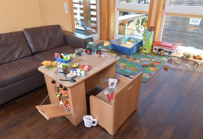 voll ausgestattete Kinderküche, Schleich-Bauernhof mit Traktor und Tieren, Spieleteppich.....