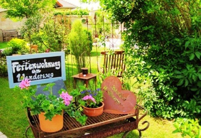 Im gemütlichen Gästegarten mit Pavilllon den Urlaub genießen!