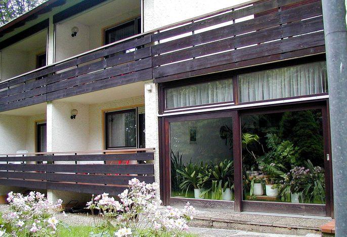 angeschlossenes Nebengebäude mit Doppelzimmern und Familienzimmer