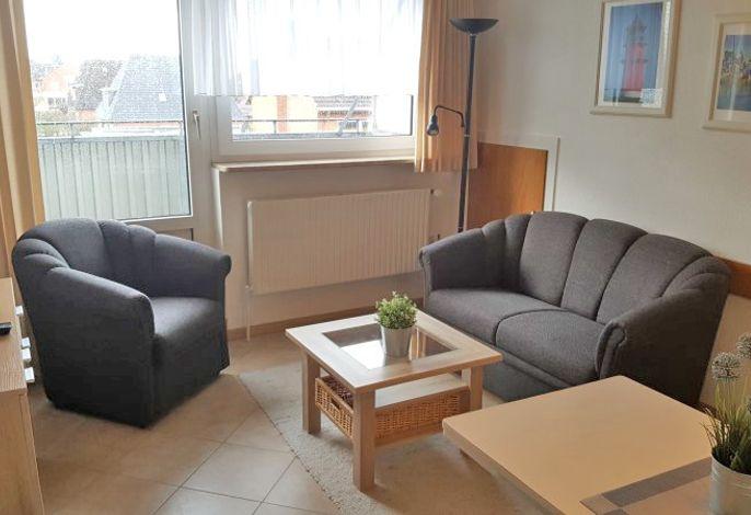 Wohnraum mit angrenzenden Balkon