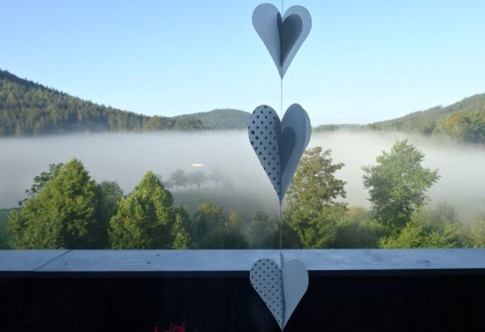 Nebel am Morgen über dem Hillesee