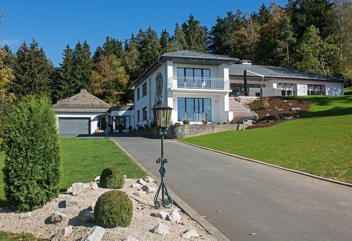 Zufahrt View & Gartenvilla