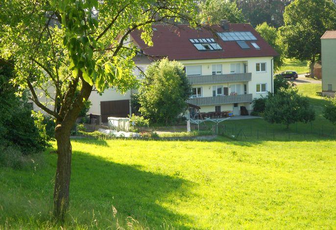 Wohnhaus mit Whg Kornblume und Whg Mohnblume