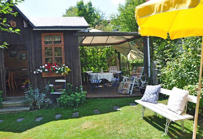 Landhaus Bruckner - Gartenhaus und Terrasse