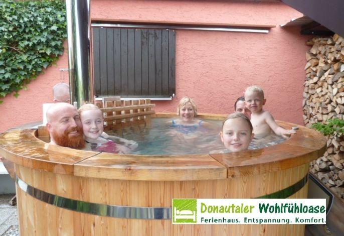 Donautaler Wohlfühloase - Bad im Holzbadezuber im Freiem