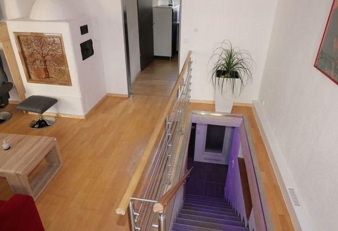 Wohnraum- Treppe nach unten