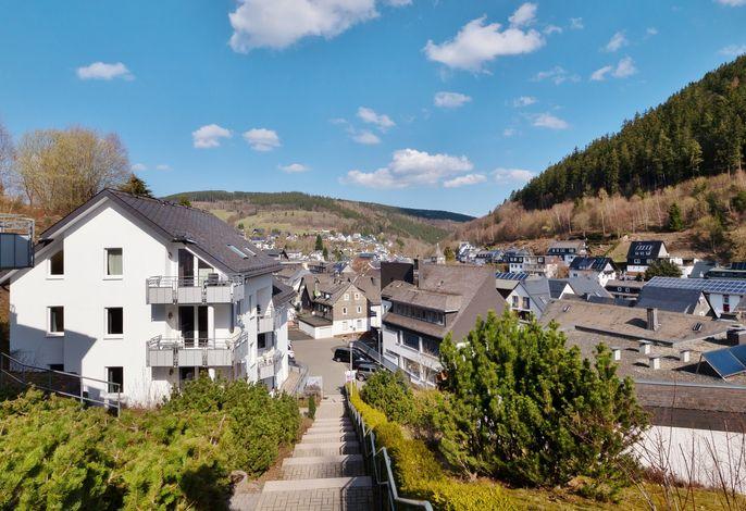 Appartements am Mühlenberg (Haus links, Mitte Rathaus - mit Blick auf Alt-Willingen)