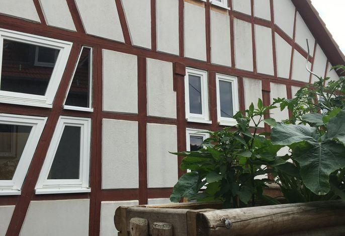 Heuhotel mit Terasse und Kräutergarten
