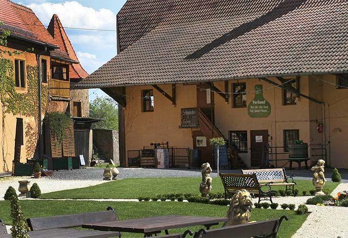 Schlosshof von Wellnesshotel in Franken