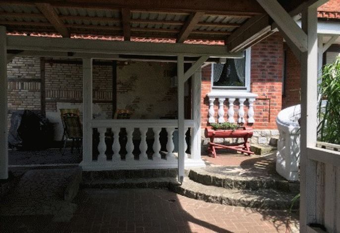 Auffahrt und Eingang