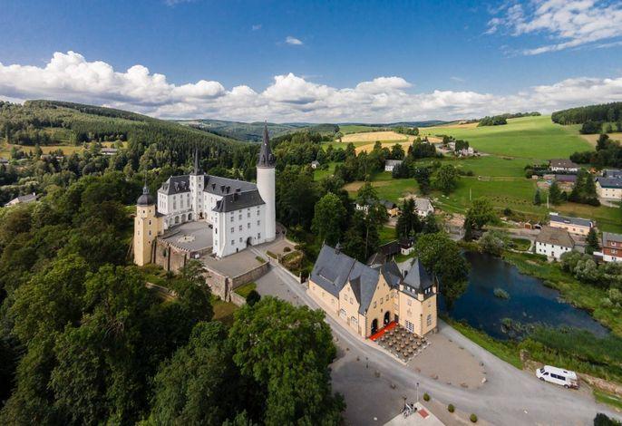 Luftaufnahme - Schloss und Remise