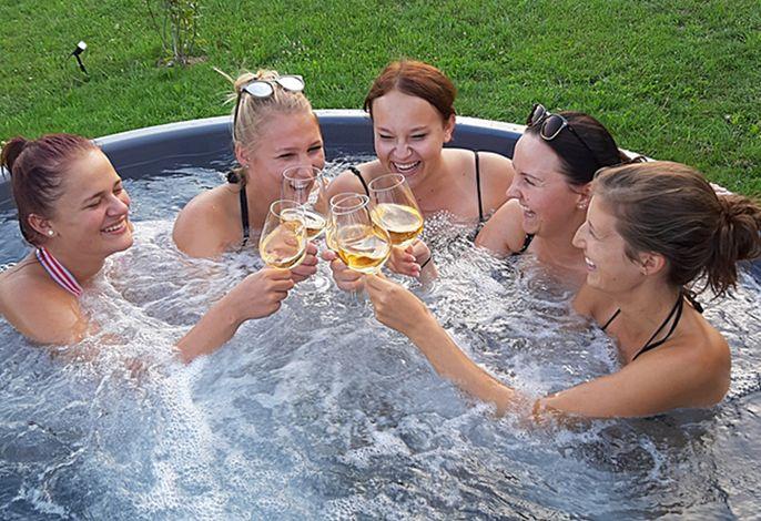 Gaudi im Hot Tub