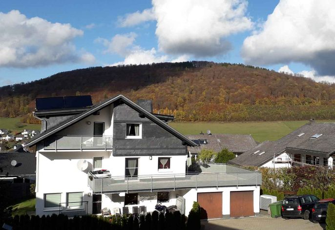 Ferienwohnung Zweite Heimat, Ausblick auf den Wilzenberg - Grafschaft Sauerland