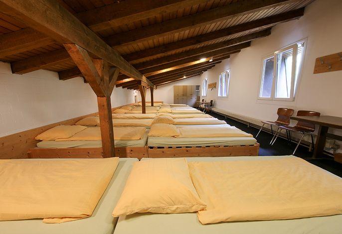 Schlafsaal mit 20 Schlafplätzen