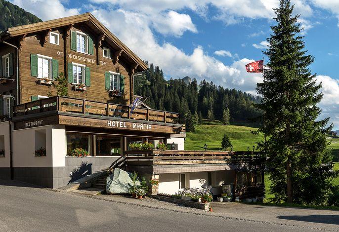 Hotel Rhätia St. Antönien im Sommer