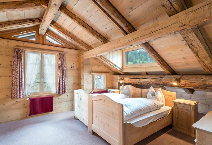 Grosses Dachzimmer