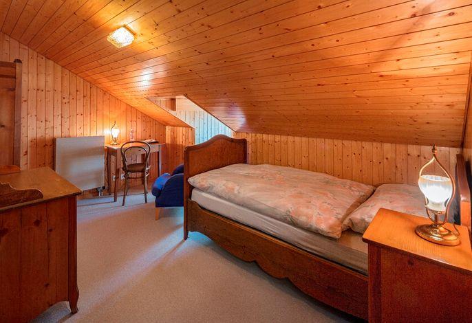 Einzelzimmer historisch in Dachschräge