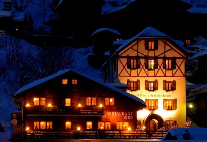 Hotel Nest- und Bietschhorn_Winternacht