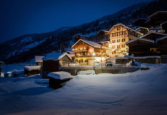 Abendstimmung im verschneiten Lötschental