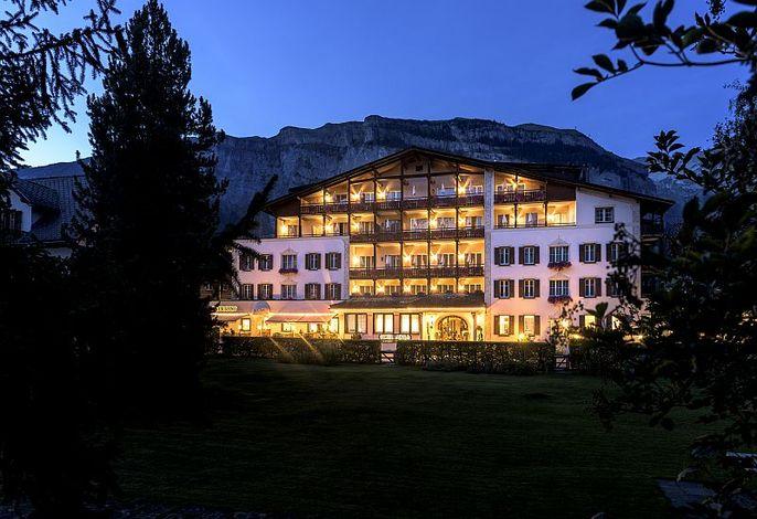 Hotel Adula by night