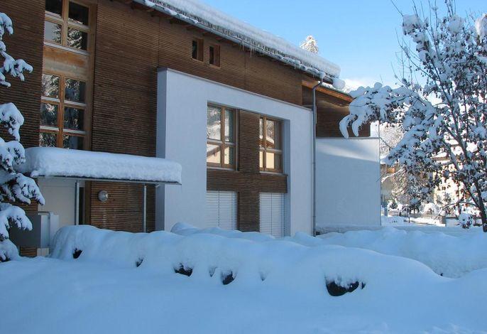 Aussenansicht Winter mit Blick aufs Dorf