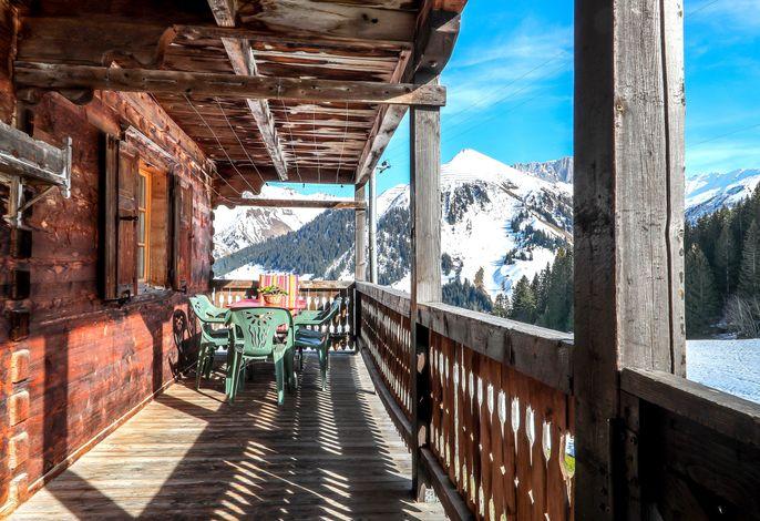 Terrasse mit herrlichem Bergpanorama