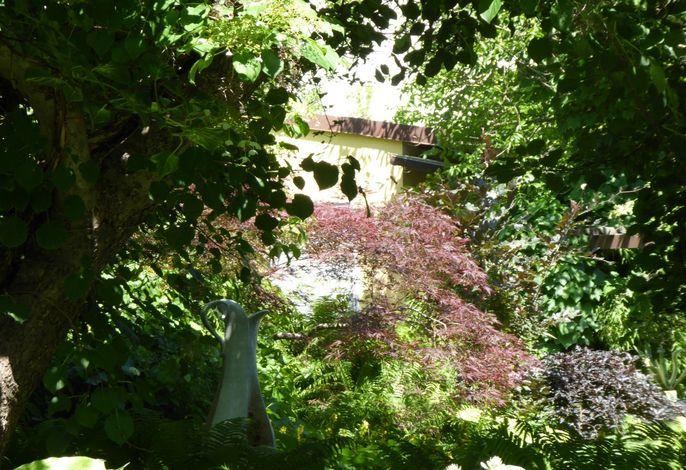 Garten mit Skulptur