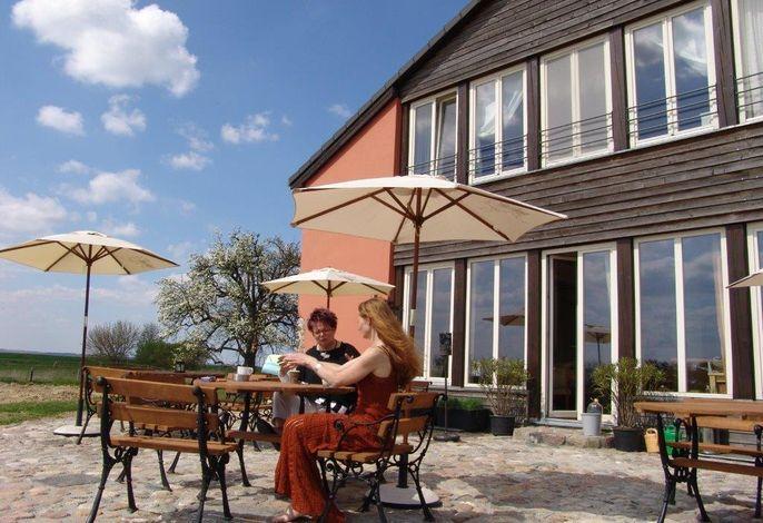 Ferienwohnung Uckerseen - Ansicht mit Terrasse