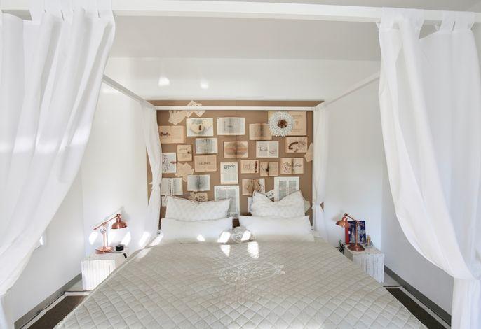 Schlafzimmer 3 mit Himmelbett