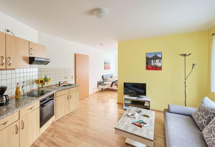 Ferienwohnung 9B Nr. 1 - kombinierter Wohn- und Kochbereich mit angrenzendem Schlafzimmer