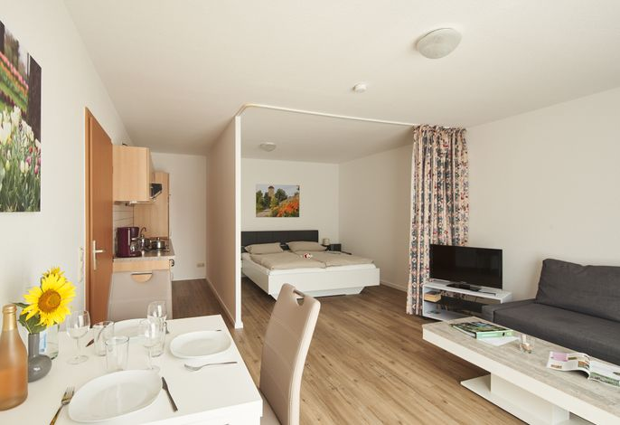 Ferienwohnung 9B Nr. 4 - kombinierter Wohn- und Schlafbereich mit Küchenzeile