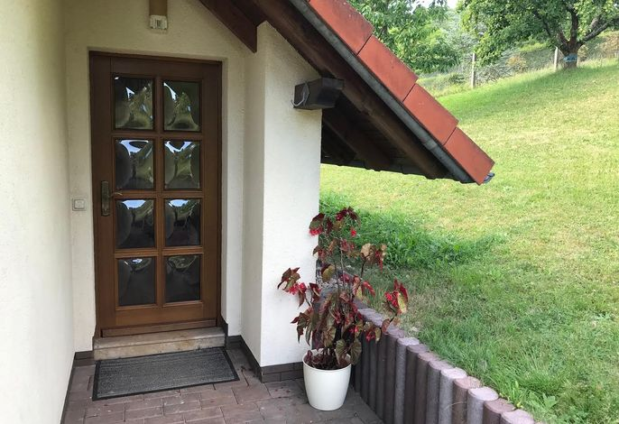 Struth-Helmershof Ferienhaus Langbein Hauseingang