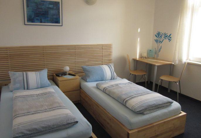 Zweibettzimmer blau
