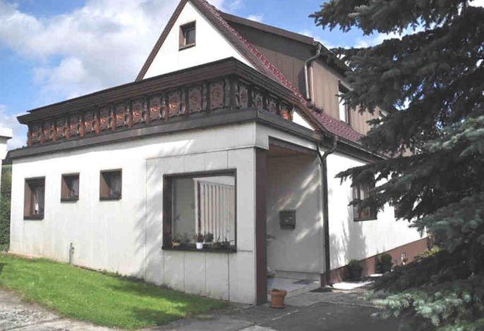 Eingang mit 21 m² Terrasse