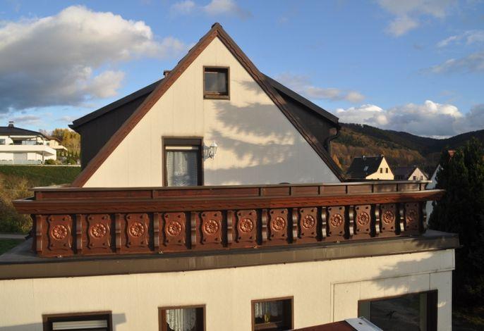 Blick auf die 21 m² Terrasse